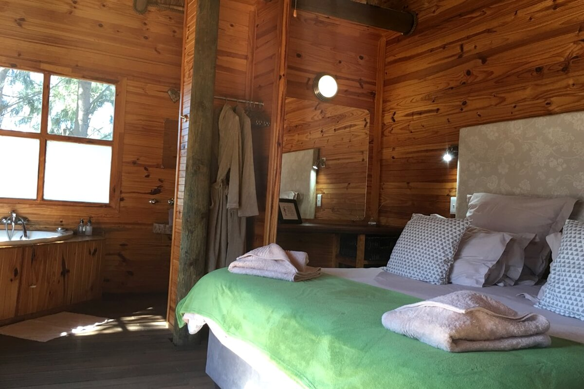 vindoux-tree-lodge-bedroom-2