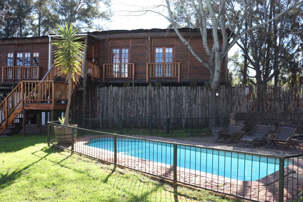 vindoux-tree-lodge-front-pool