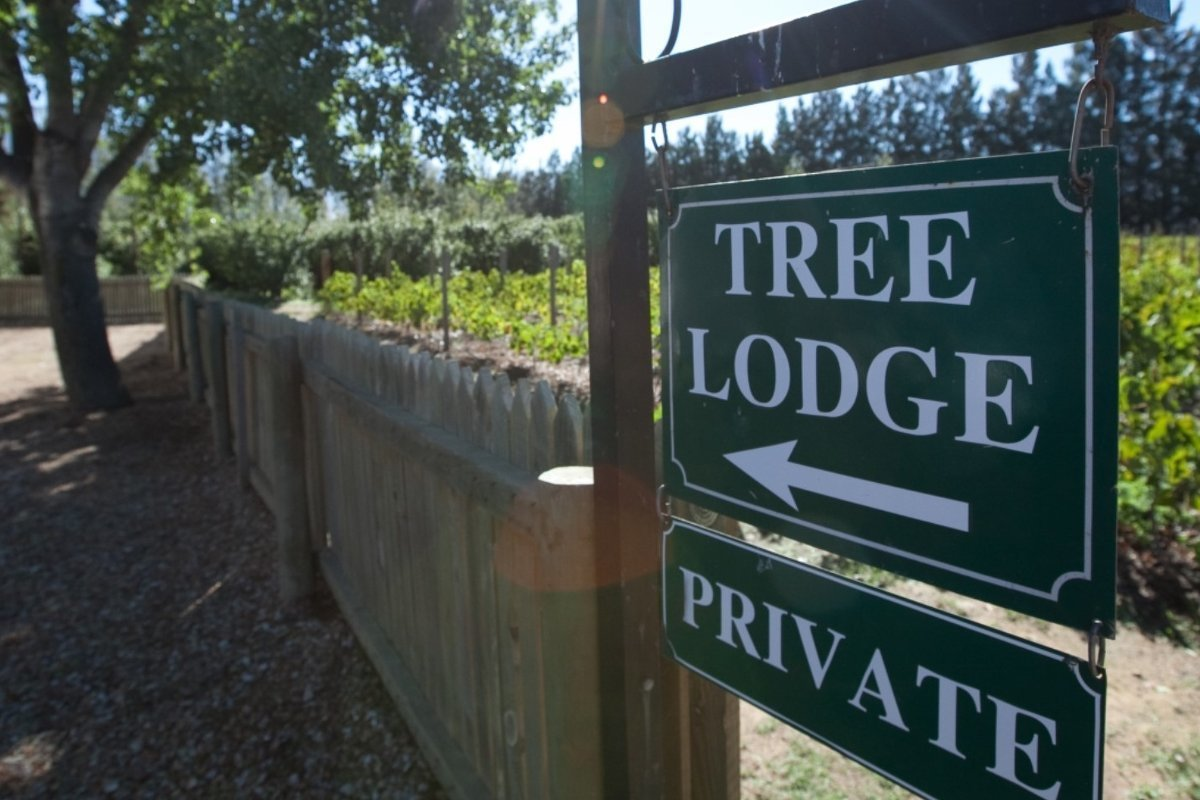 vindoux-tree-lodge-sign