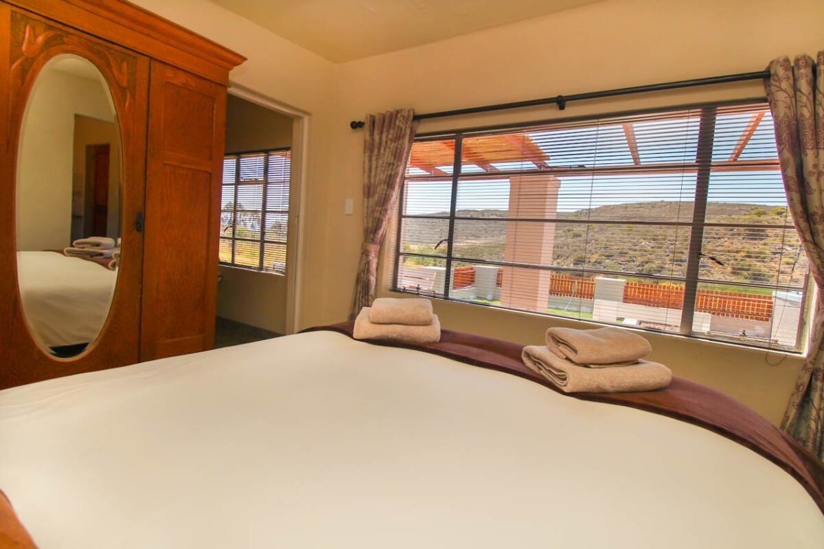 fish-eagle-cottage-bedroom-view