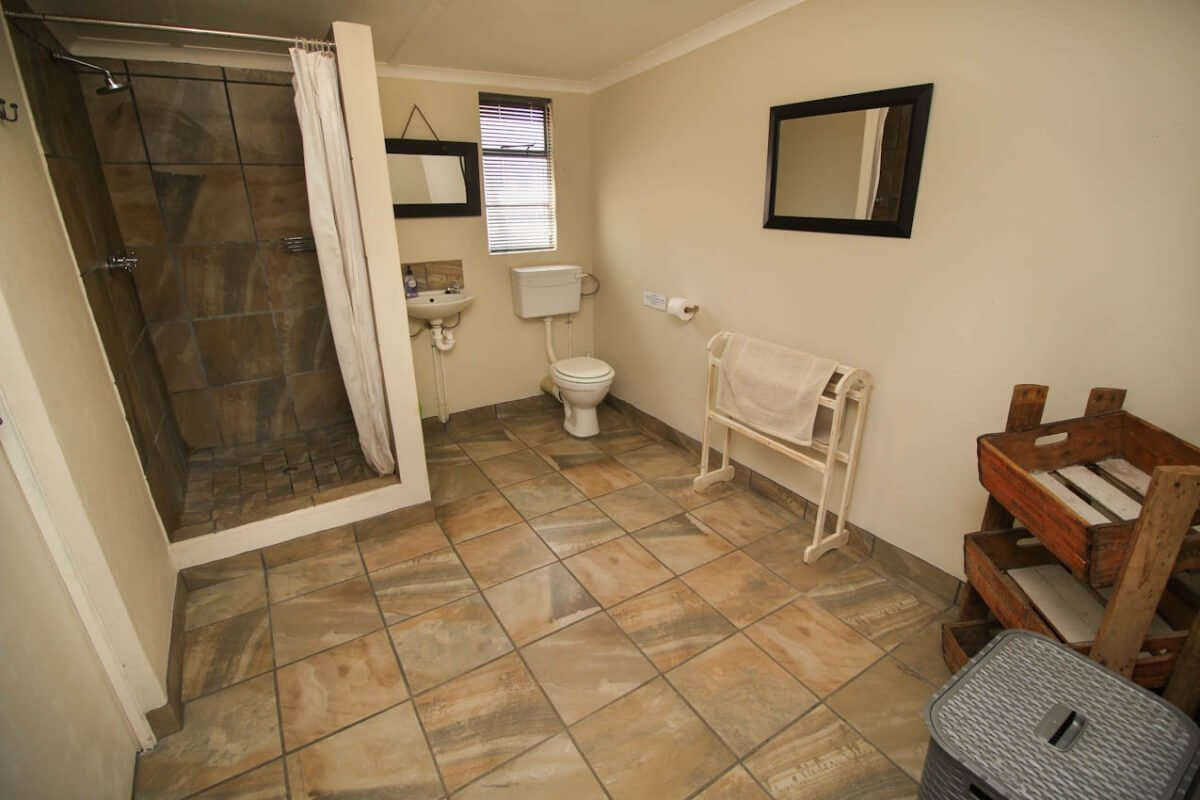 honeybee-cottage-bathroom