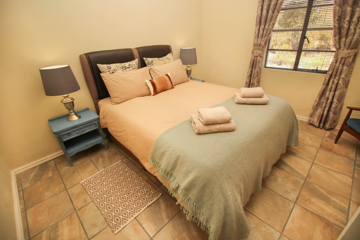 honeybee-cottage-bedroom2