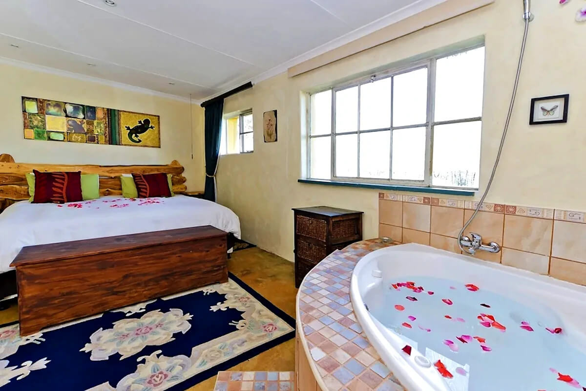bluebush-country-lodge-bedroom-jacuzzi
