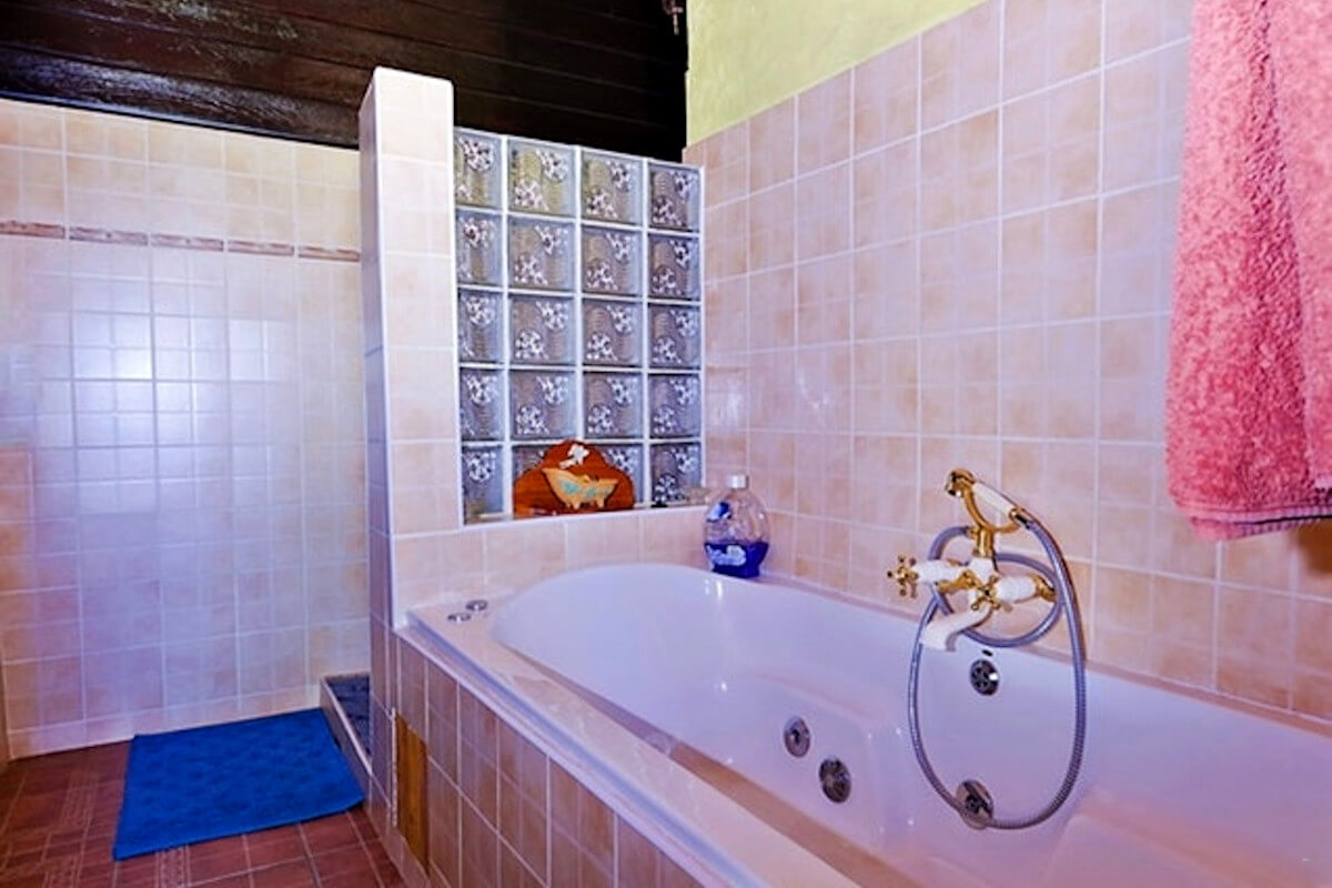 the-barn-magaliesburg-bathroom