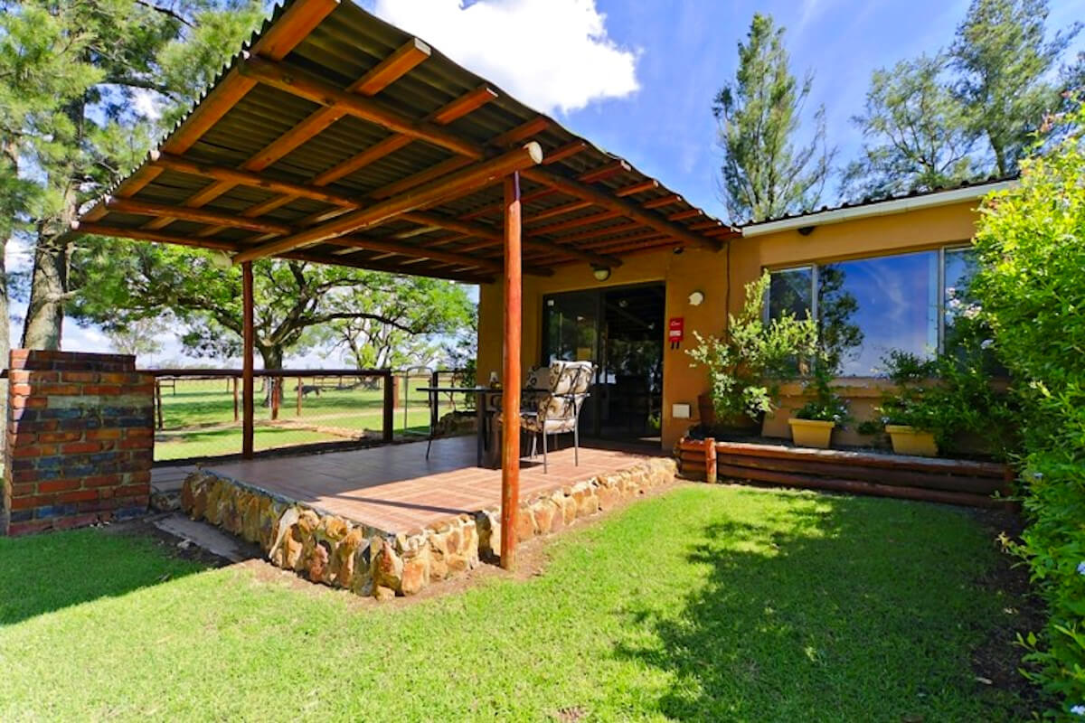 the-barn-magaliesburg-patio