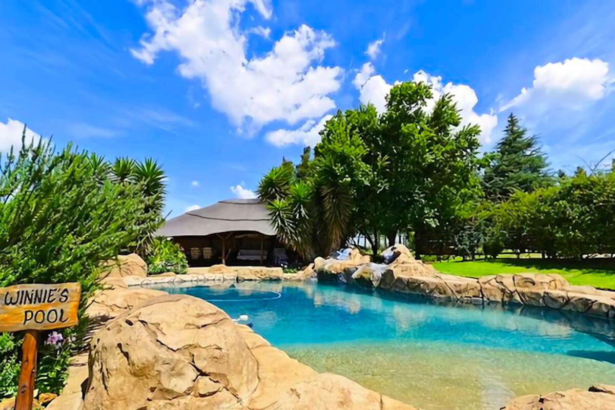 the-barn-magaliesburg-pool-and-lapa