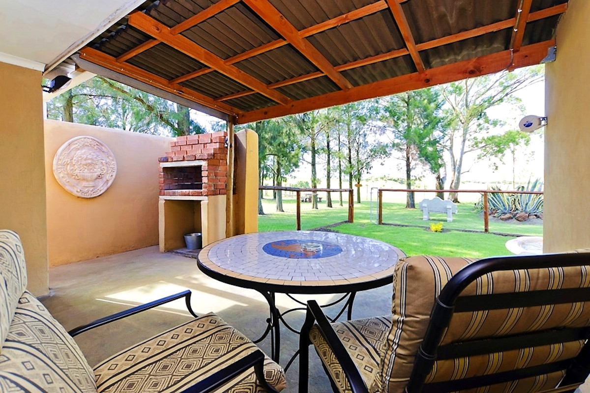 the-tuscan-dog-friendly-accommodation-patio