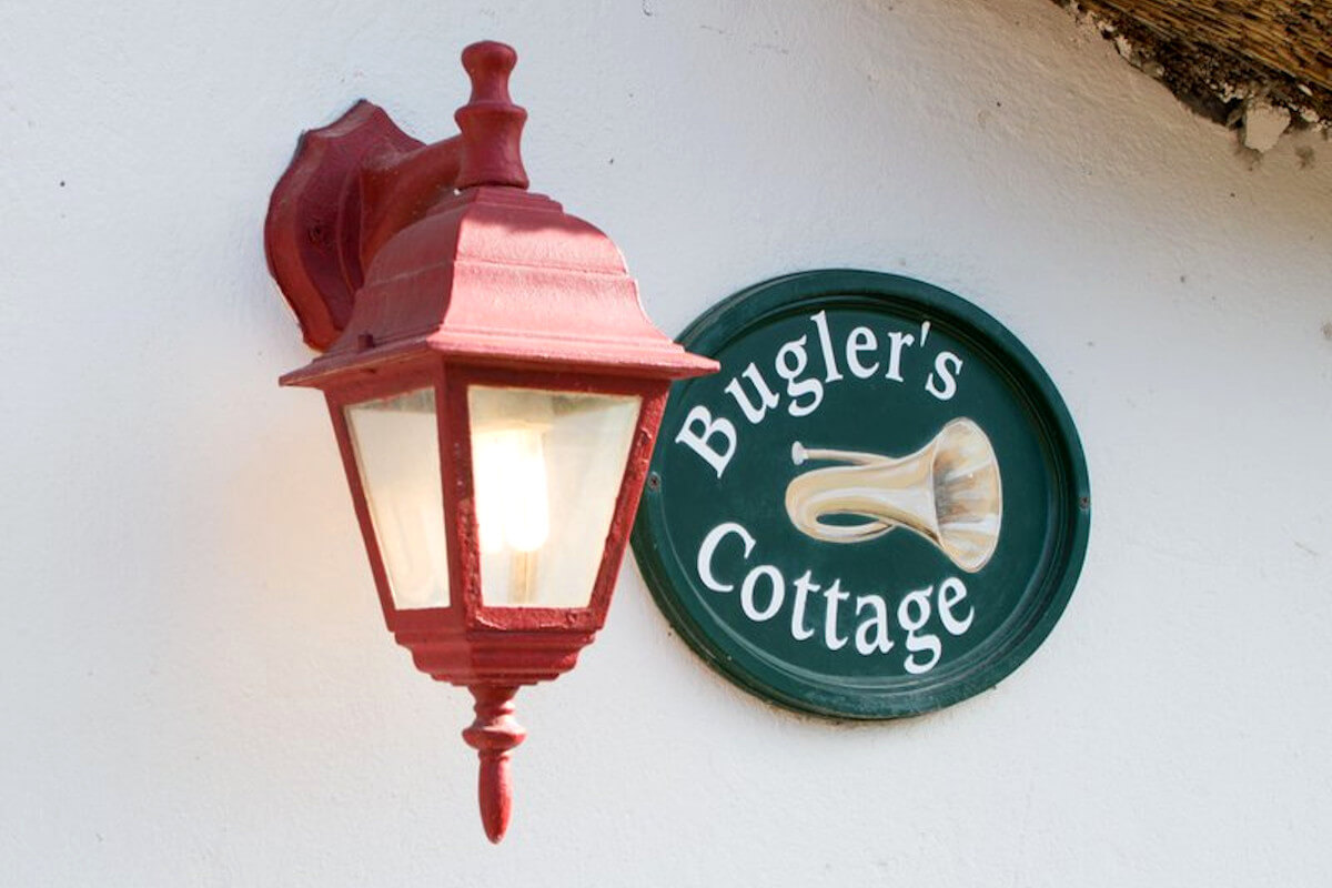 buglers-cottage-stanford-entrance