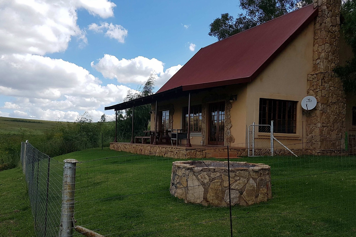 Highlands Fish Eagle Cottage exterior-1