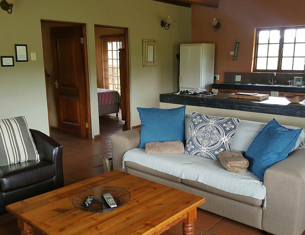 Highlands Fish Eagle Cottage lounge-1