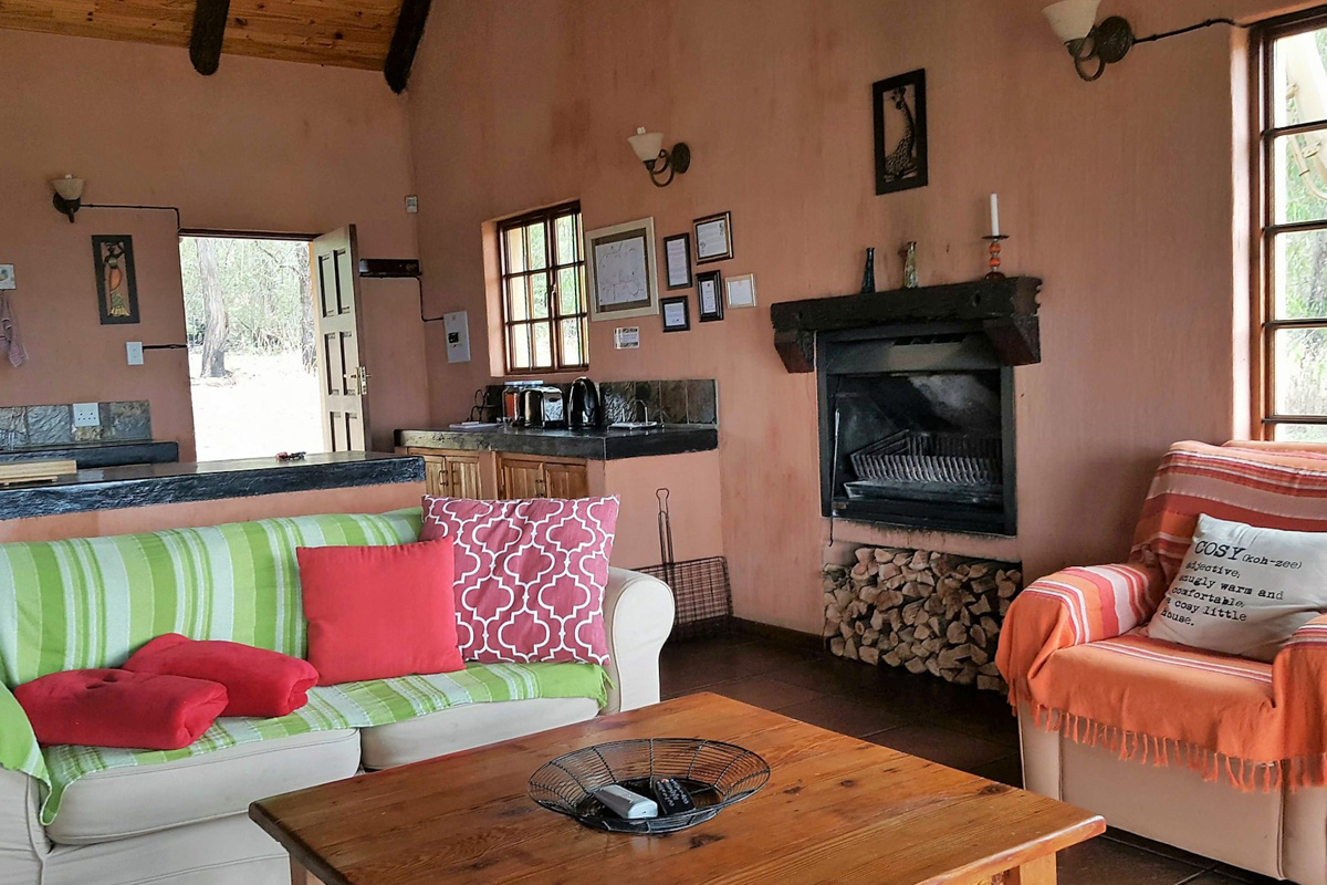 Highlands Fish Eagle Cottage lounge-2
