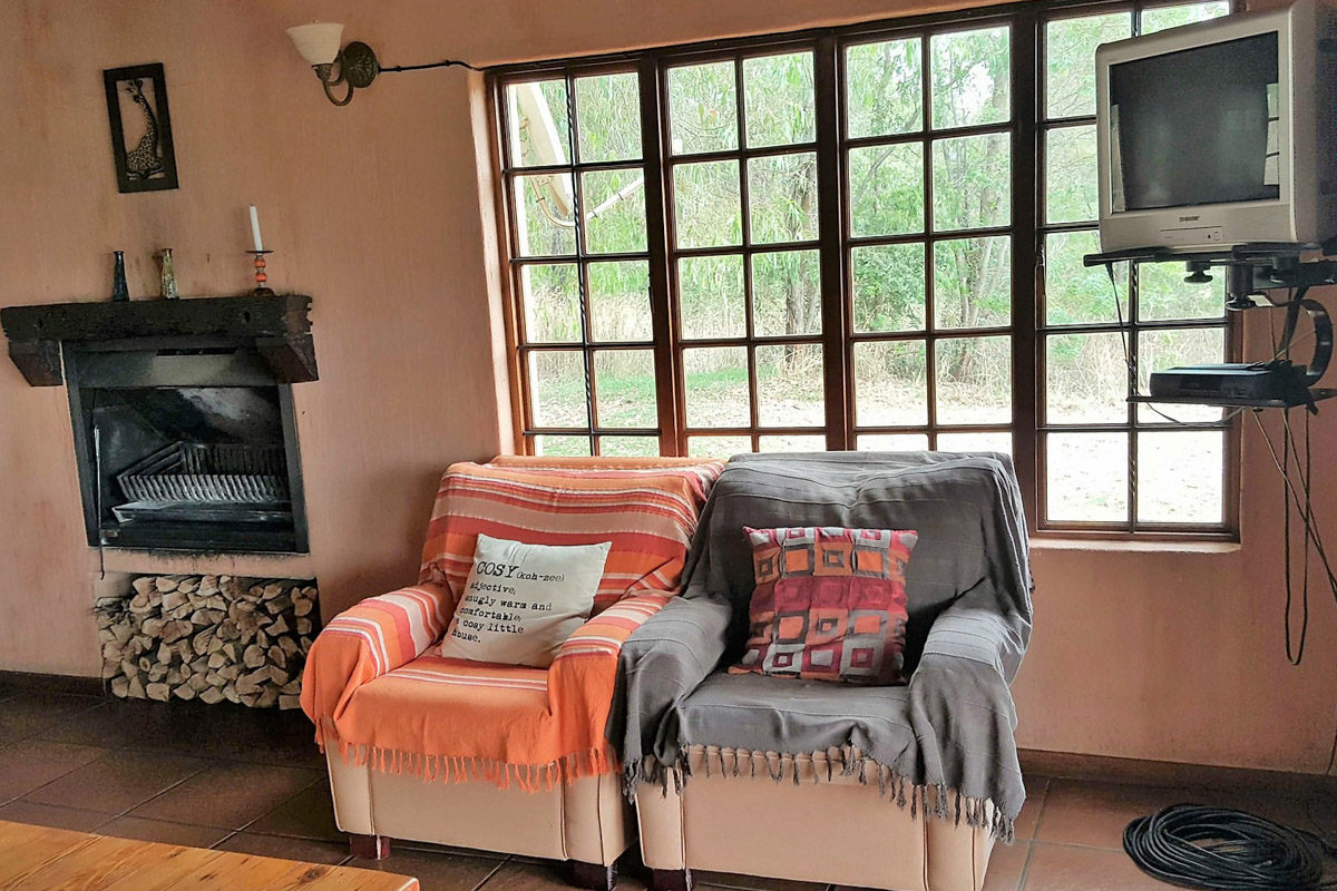 Highlands Fish Eagle Cottage lounge-3