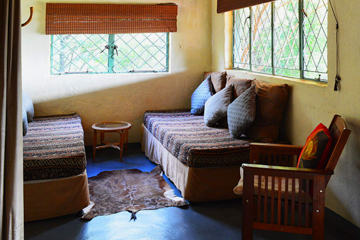 suikerbos-cottage-magaliesburg-beds-in-lounge
